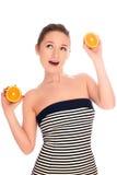 Mujer con la naranja Imagenes de archivo