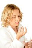 Mujer con la píldora Imagenes de archivo