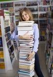 Mujer con la pila de libros Foto de archivo libre de regalías