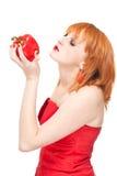 Mujer con la pimienta roja. Imagen de archivo libre de regalías