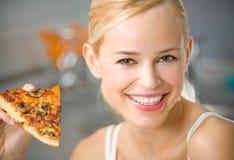 Mujer con la pizza Imagenes de archivo