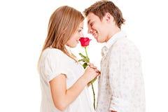 Mujer con la rosa y el hombre del smiley Fotos de archivo libres de regalías