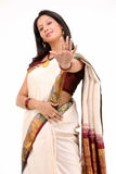 Mujer con la sari blanca hermosa Foto de archivo libre de regalías