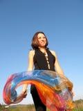 Mujer con la seda Imagen de archivo libre de regalías