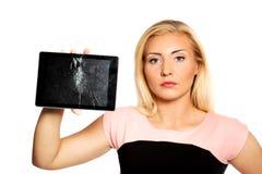 Mujer con la tableta quebrada Imagen de archivo