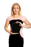 Mujer con la tableta quebrada Imagen de archivo libre de regalías