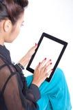 Mujer con la tablilla Fotos de archivo libres de regalías