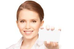 Mujer con la tarjeta de visita Imagen de archivo libre de regalías