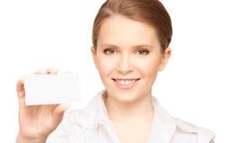 Mujer con la tarjeta de visita Fotografía de archivo