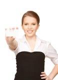 Mujer con la tarjeta de visita Imagenes de archivo