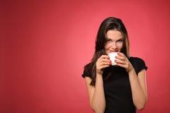 Mujer con la taza de café foto de archivo