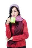 Mujer con la taza de té Imágenes de archivo libres de regalías