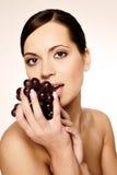mujer con la uva Fotografía de archivo