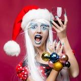 Mujer con las bolas de la Navidad Imagen de archivo libre de regalías