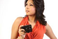 Mujer con las cámaras digitales Fotografía de archivo
