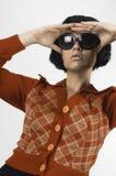 Mujer con las cortinas foto de archivo