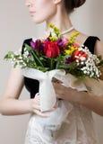 Mujer con las flores Imagen de archivo