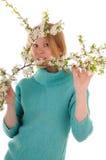 Mujer con las flores del resorte Imagen de archivo libre de regalías