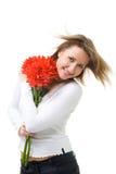 Mujer con las flores y el pelo de la mosca Imagen de archivo libre de regalías