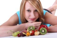 Mujer con las frutas Imagen de archivo