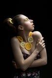 Mujer con las frutas Imagen de archivo libre de regalías