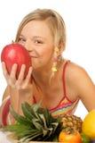 Mujer con las frutas tropicales Fotografía de archivo libre de regalías