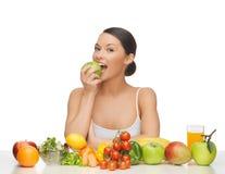 Mujer con las frutas y verduras Imagenes de archivo