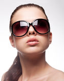 Mujer con las gafas de sol Foto de archivo libre de regalías