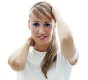 Mujer con las manos en cabeza Foto de archivo libre de regalías