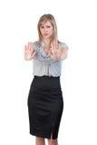 Mujer con las manos para arriba en una posición defensiva Fotografía de archivo