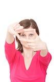 Mujer con las manos que enmarcan Fotografía de archivo libre de regalías