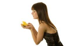 Mujer con las margaritas Fotos de archivo libres de regalías