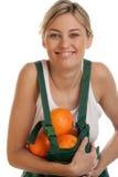 Mujer con las naranjas imagen de archivo
