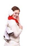 Mujer con las orejeras y los patines de hielo Imagenes de archivo