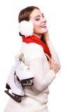 Mujer con las orejeras y los patines de hielo Imagen de archivo libre de regalías