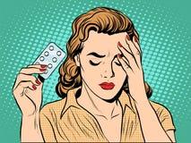 Mujer con las píldoras del dolor de cabeza Imagen de archivo