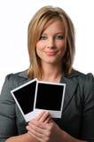 Mujer con las polaroides Imagen de archivo