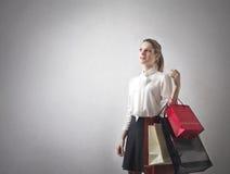 Mujer con las porciones de panieres Fotos de archivo libres de regalías