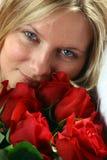 Mujer con las rosas Imagen de archivo libre de regalías
