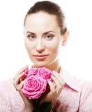 Mujer con las rosas rosadas Foto de archivo libre de regalías
