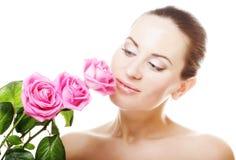 Mujer con las rosas rosadas Foto de archivo