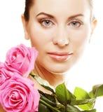 Mujer con las rosas rosadas Imágenes de archivo libres de regalías
