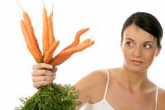 Mujer con las zanahorias fotos de archivo libres de regalías