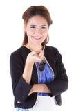 Mujer con llaves de un coche Imagen de archivo libre de regalías