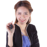Mujer con llaves de un coche Fotos de archivo libres de regalías
