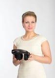 Mujer con los auriculares Imagen de archivo libre de regalías