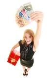 Mujer con los billetes de banco de la caja de regalo y del dinero de la moneda del euro Fotografía de archivo