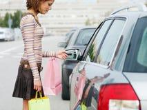Mujer con los bolsos de compras Imagen de archivo libre de regalías