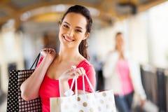 Mujer con los bolsos de compras Fotografía de archivo libre de regalías