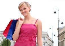 Mujer con los bolsos de compras Imagenes de archivo